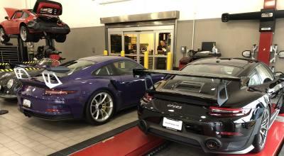 Porsche 911 GT3 RS (left) & Porsche 911 GT2 RS